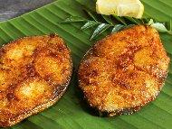 Рецепта Панирани котлети от черноморска акула в яйца, брашно и галета